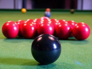 Billardtisch kaufen, Snookertisch mit korrekt aufgebauten Bällen